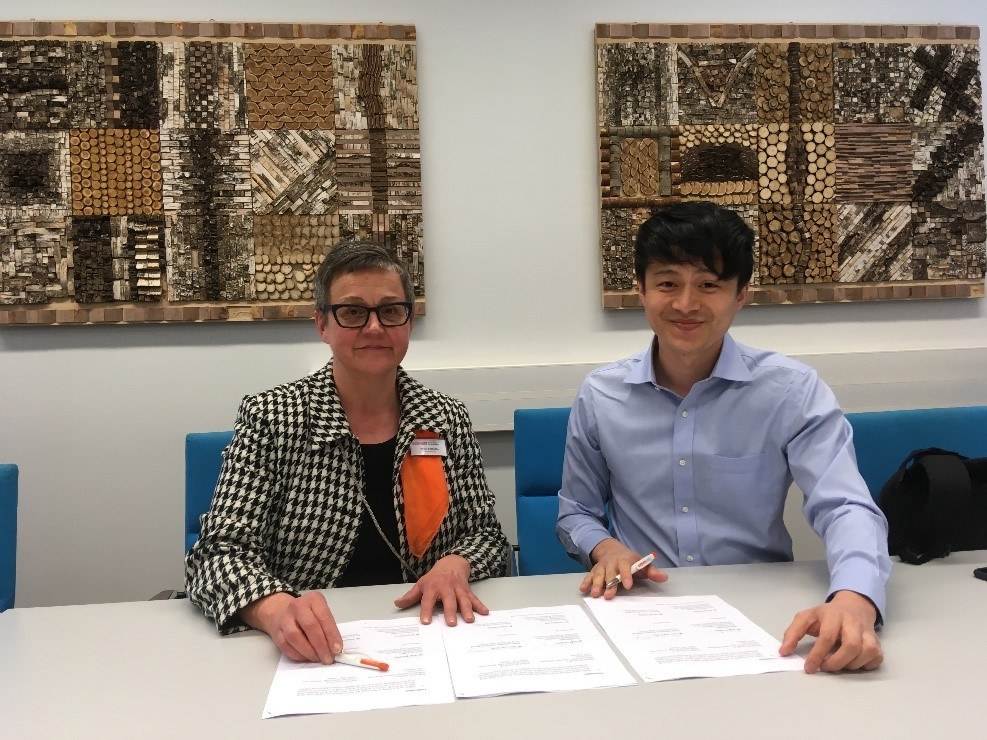 Seija Katajisto and Tung Hai are signing memorandum of understanding